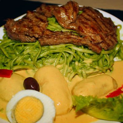 Tallarin verde o huancaina con churrasco