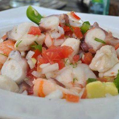 Ceviche de pescado y camarón